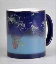 Magische Tasse - Die Erde bei Tag und Nacht